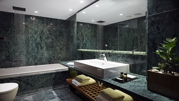 Interior marble cladding produced from honeycomb panels